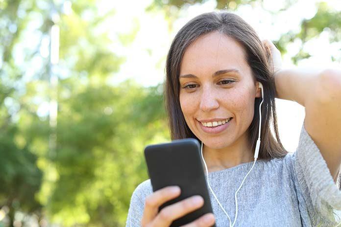 Słuchanie muzyki ze smartfona